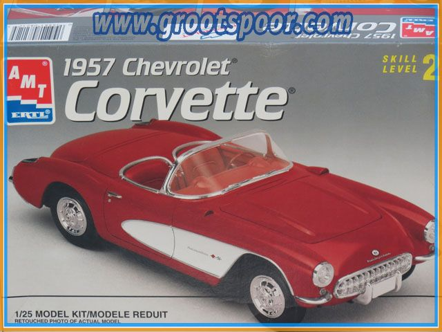 AMT 8212 Chevrolet Corvette 1:25 Model Kit