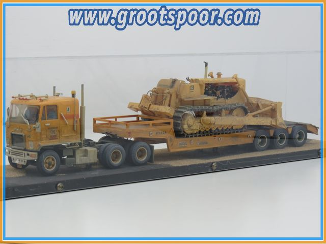 CMG Zwaartransport Truck & Caterpillar Bulldozer