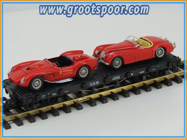 LGB Plattewagen 4069 beladen met twee rode Ferrari's
