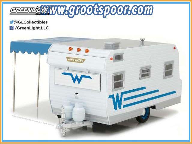 GSDCCgl 00018415b 1964 Winnebago 216 *Hitch & Tow Trailers Series*, white/blue