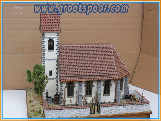 Kirche in Handarbeit  Functionierende Uhr & Wasserpumpe UNIKAT!!!!