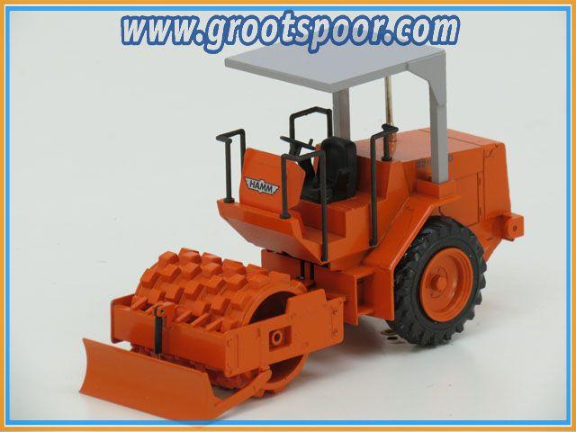 NZG-Modelle 1:25 343 Hamm 2210-SSD Walze Orange